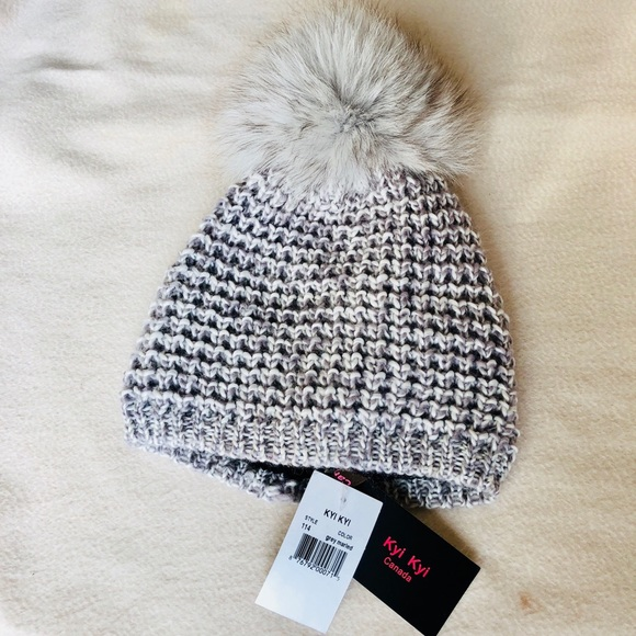 db5772f4a47 NWT KYI KYI GENUINE FOX FUR POM POM HAT GREY  100